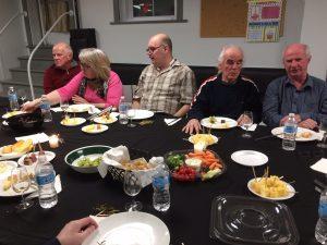 Membres de l'AERA à une dégustation de vin et fromages 1.