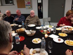 Membres de l'AERA à une dégustation de vin et fromages 6.